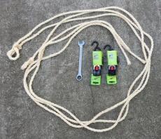 Zubehör (2 Automatikgurte, 3 Anbinder, 1 Ratschenschlüssel) zu unserem Wildträger 250